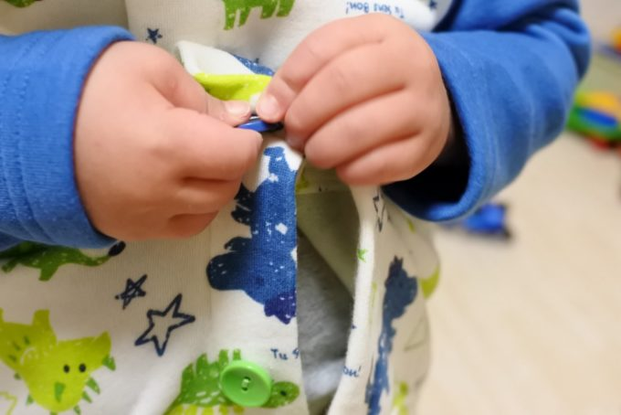 3歳 ボタンの練習 パジャマ