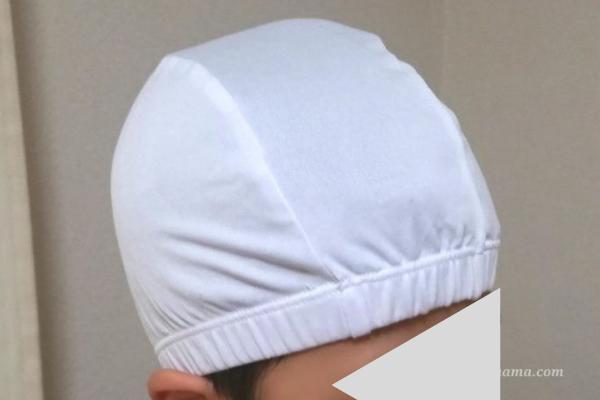 100均ダイソーの水泳帽 白